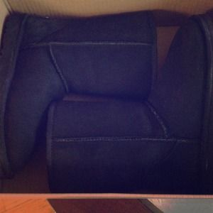 REDUCED BLACK UGGs SIZE 6