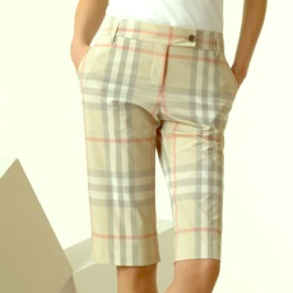 Burberry Pants - NWT 🙆🎉 Burberry Bermuda Shorts 🎉