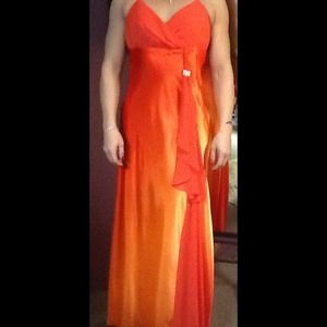 Orange Ombré Prom gown w/rhinestone brooch Sz 2