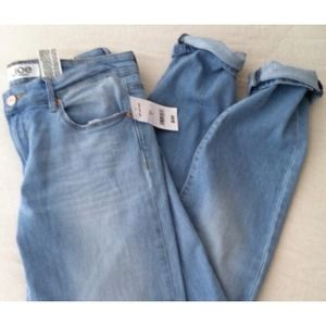 JOE FRESH light wash denim.