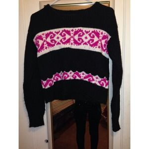 Sweaters - Black Fuzzy Cropped Sweater!