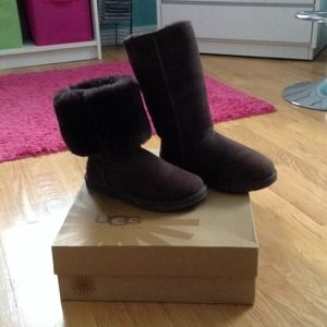New Chocolate Brown Tall UGG Boots Size 6♡