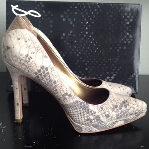Sam Edelman gray snakeskin pumps! Sz 8.5