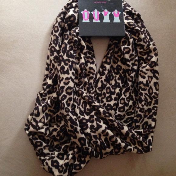 44 accessories nwt chatties cheetah print infinity