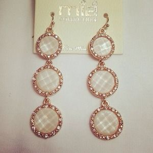 Jewelry - Cream color 3 circle dangling earrings