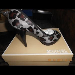 Michael Kors Pumps size 7