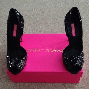 BETSEY JOHNSON black & silver sequin shoes