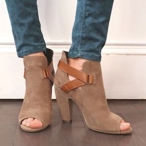 Steve Madden Shoes - Taupe / Grey Steve Madden Booties with buckles 1