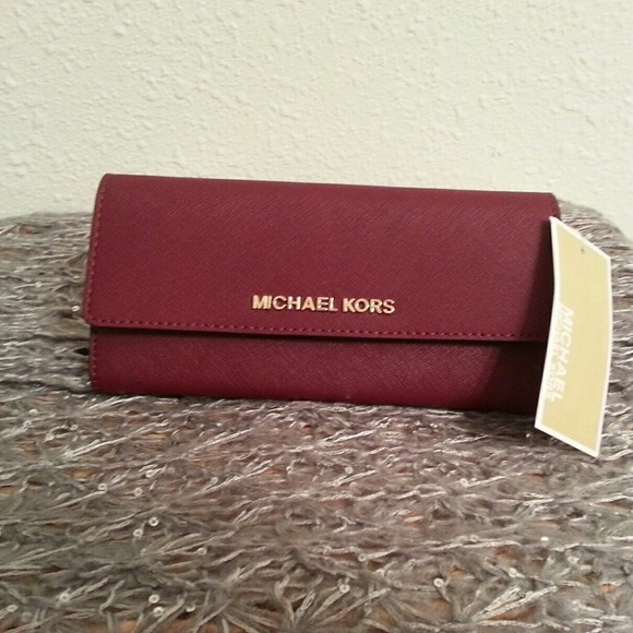 bf64bb5a8903 MICHAEL Michael Kors - MICHAEL Michael Kors Saffiano Carryall Wallet ...