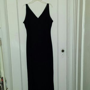 Dresses & Skirts - Black maxi stretch dress form fitting