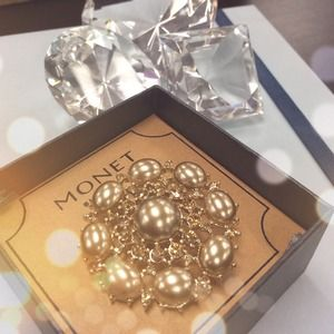 Monet Accessories - Champagne Crystal & Pearl Brooch