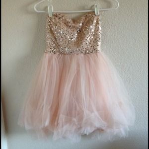 Dresses & Skirts - Pink homecoming or prom dress