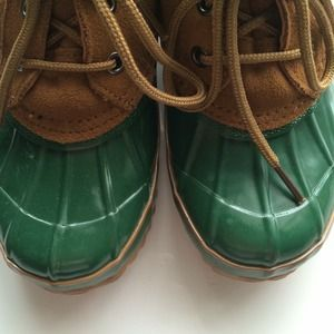 Bass Shoes - Green duck boots