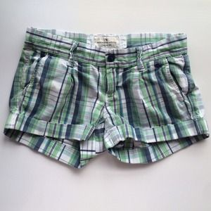 Abercrombie & Fitch Pants - Plaid shorts