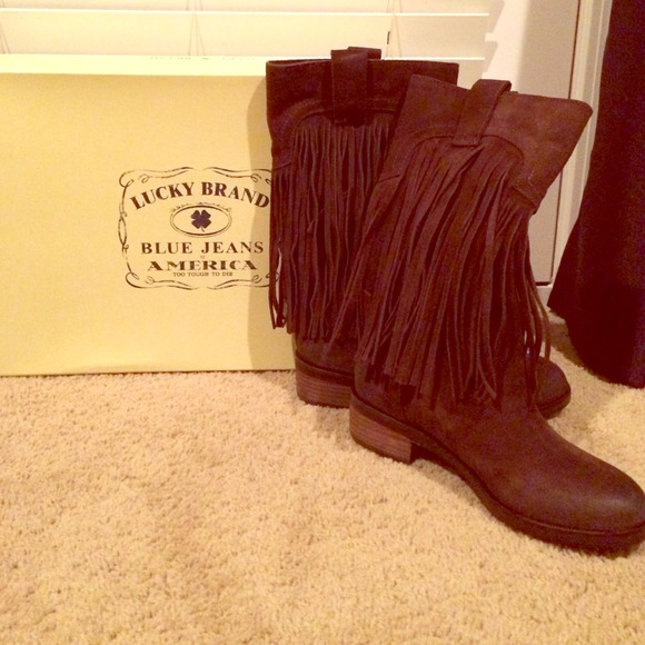 75% off Lucky Brand Boots - NBW Lucky brand brown suede fringe ...