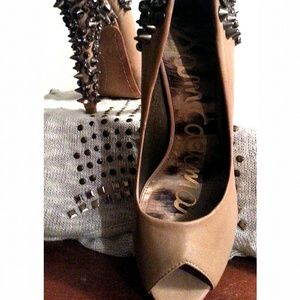 SAM EDELMAN SPIKED PUMPS
