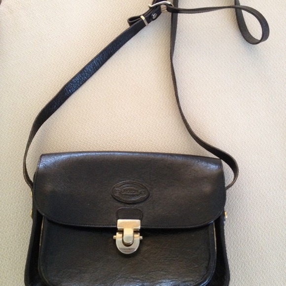 Oroton Black leather Crossbody. M 5319dfea3ddfd42689046564. Other Bags ... 642f88d5d2bbd