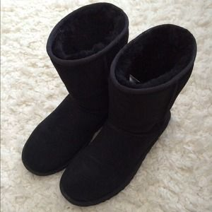 Authentic Classic Short Black UGGS