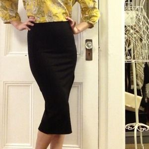 Black midi skirt with side slit
