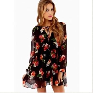 Tobi Dresses & Skirts - Floral Swing Shift Dress