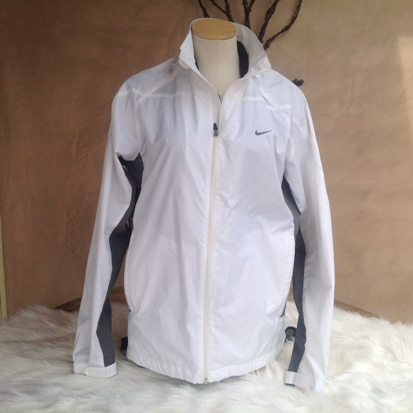de1d88b531 White and Gray NIkE windbreaker size medium. M 531b547b3ddfd426890ca96d