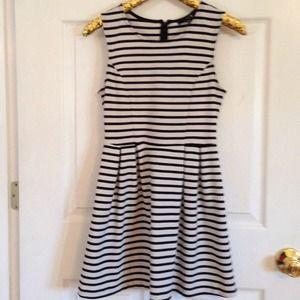 Forever 21 Dresses & Skirts - Black and white striped forever 21 dress. Size sm