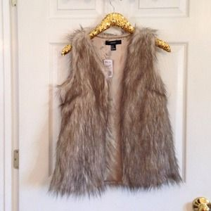Forever 21 Jackets & Blazers - Forever 21 faux fur vest. Size M