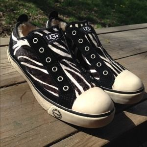 Authentic Ugg  Laela zebra sneakers sz 8