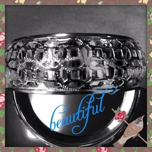 💕💋Elegant filigree style bangle💕💋