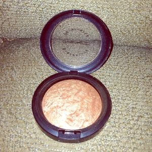 Accessories - Mac gold deposit mineralize skin finish sold
