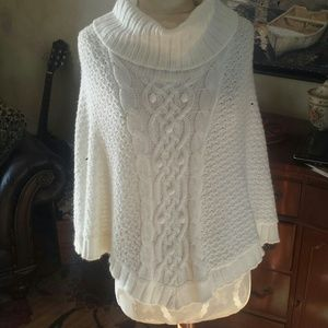 Sweaters - White sweater poncho