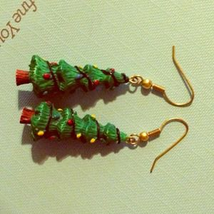 Jewelry - ☃ Christmas tree earrings