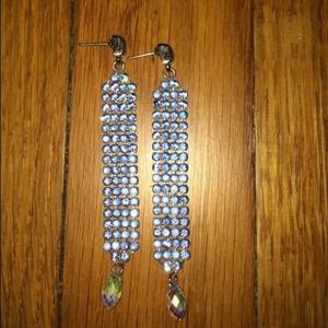 Jewelry - 🎉3x HP🎉 Pretty blue crystal earrings