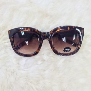 Accessories - Oversized Tortoise Feline Sunglasses