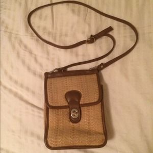 ⬇️Vintage Leather and Straw Crossbody Purse