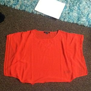 Cute coral colored top!