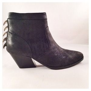 Dolce Vita: Rios Black Leather Ankle Boots