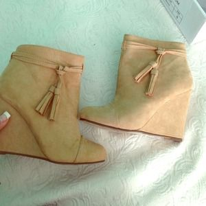 Size 6 tan booties