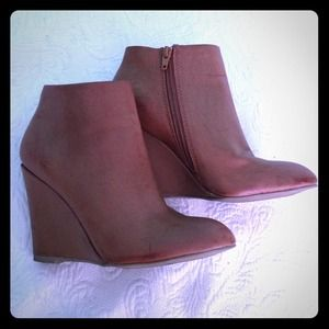 Size 6 leather tan booties