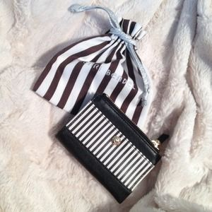 Henri Bendel  Clutches & Wallets - Henri Bendel Wallet 💫