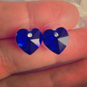 BUNDLEDBlue crystal heart earrings