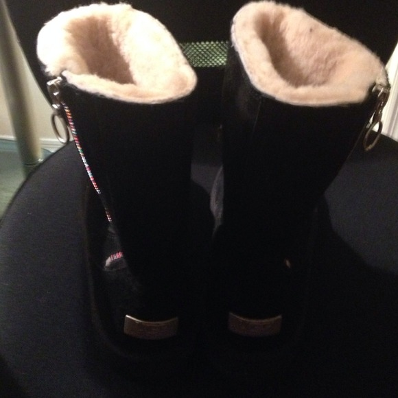 ce04373e3ed Uggs zip up boots USA size 4.