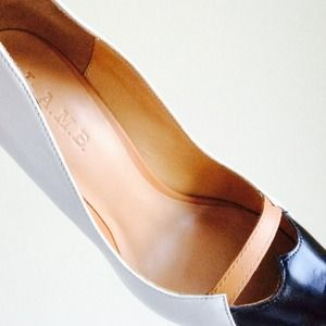 "L.A.M.B Shoes - ✨HP✨ L.A.M.B. ""Janaye"" Leather Pump 2"