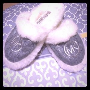 MICHAEL KORS HOUSE SLIPPERS