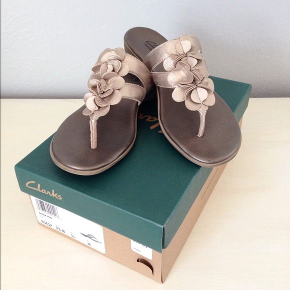 09177b0211e Clarks Shoes - Clarks bendables gold Dusk Rio sandals 7 1 2N