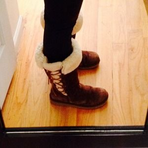  original UGG boots. Brown color and sided laces