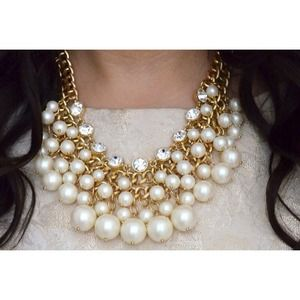 Jewelry - NEW Pearl & Crystal Necklace