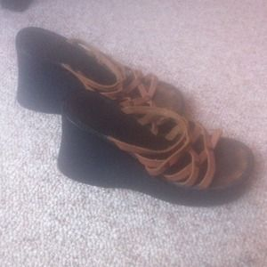 Black and brown wedges