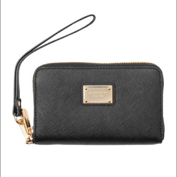 5e8f617d09 Marc by Marc Jacobs Bags | Sale Michael Kors Wristlet Or Phone Case ...
