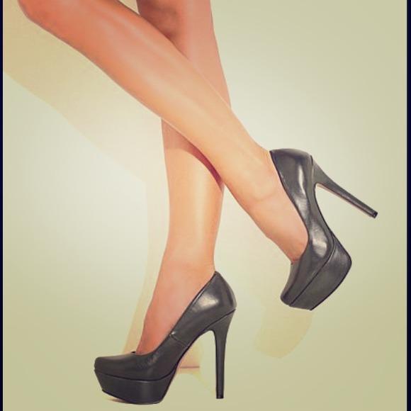 623981d28b Jessica Simpson Shoes - Jessica Simpson Waleo platform pumps in BLACK